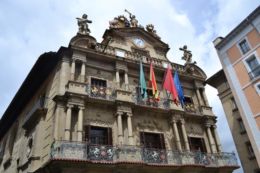 Pamplona ayuntamiento cubrir a sus empleados con un for Oficina seguridad social pamplona