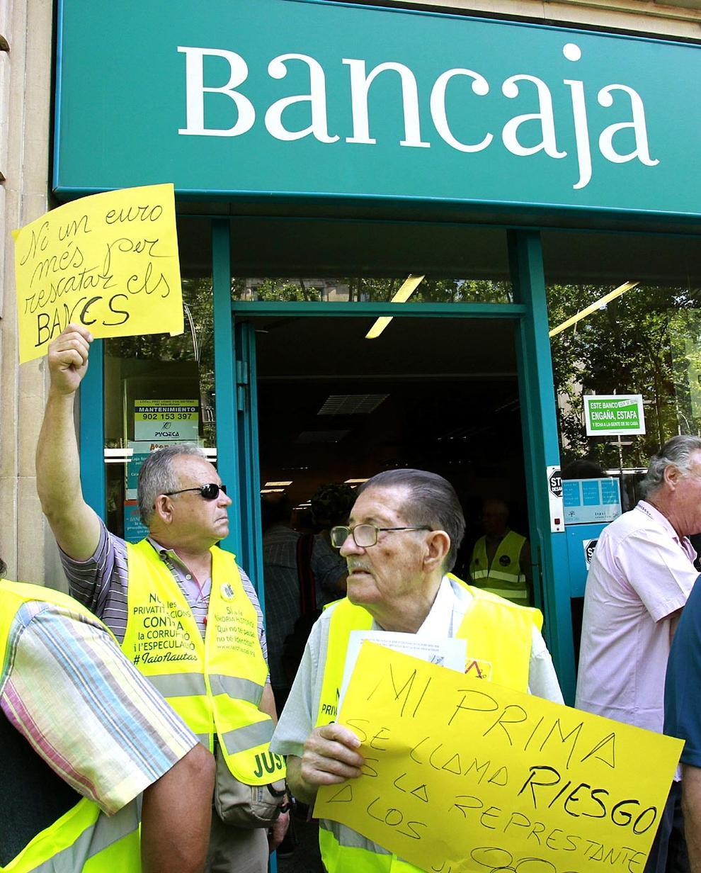 Galer a los yayoflautas protestan contra bankia for Inmobiliaria bancaja