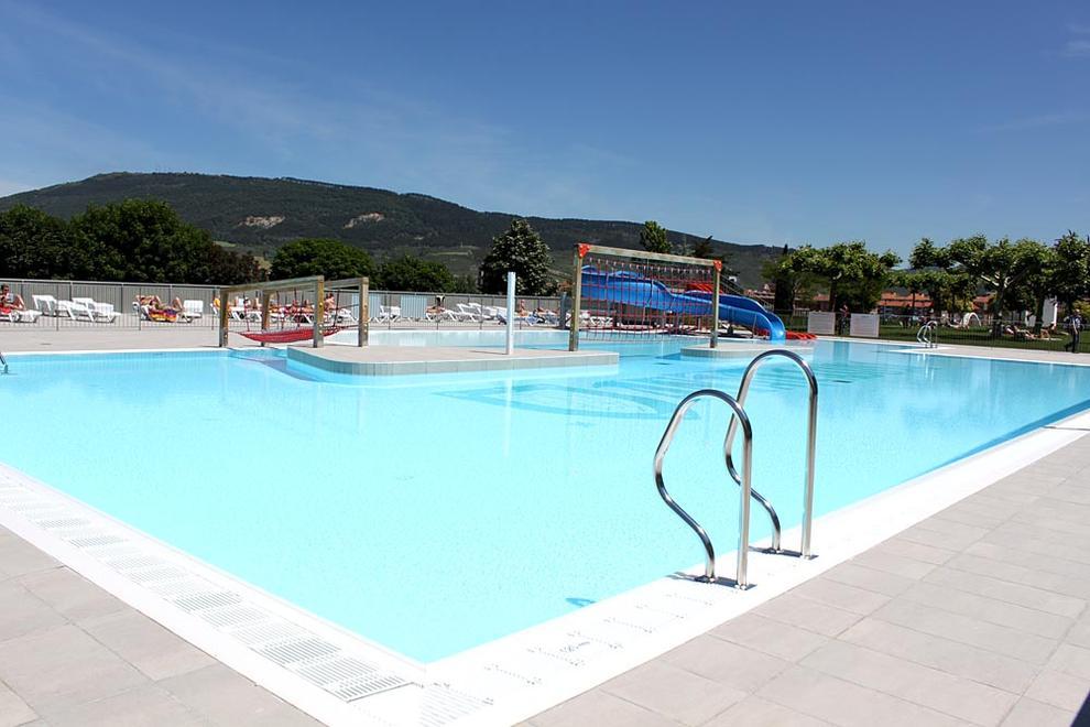 Las piscinas podr n abrir con una declaraci n de for Piscina 7 de agosto
