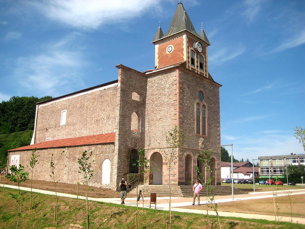 La iglesia del antiguo colegio de lekaroz ser un vivero for Viveros en navarra