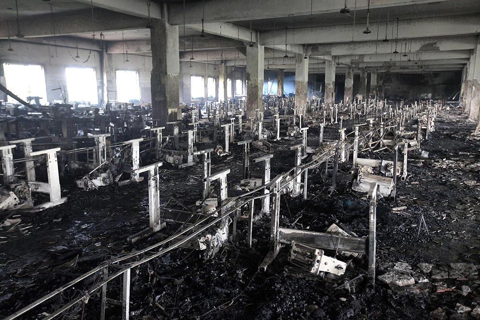 028487323fa05 Unos 120 muertos en el incendio en una fábrica textil de Bangladesh ...