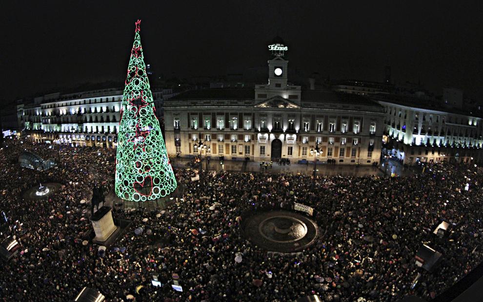 El reloj de la puerta del sol est listo para su gran cita anual noticias de nacional en - Puerta de madrid periodico ...