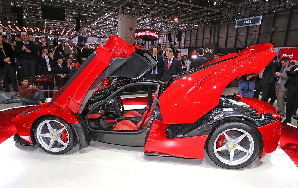 Фото суперкара Ferrari LaFerrari…