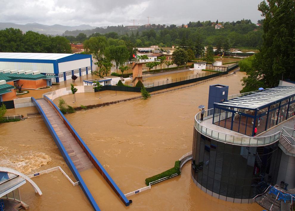 Los socios de amaya y club nataci n podr n usar piscinas for Piscinas de san juan