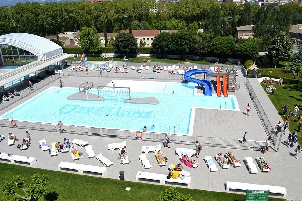 Galer a comienza la temporada de piscinas en pamplona for Piscinas amaya