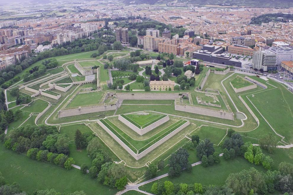 Pamplona recrear en el bicentenario el sitio y - Arquitectura pais vasco ...