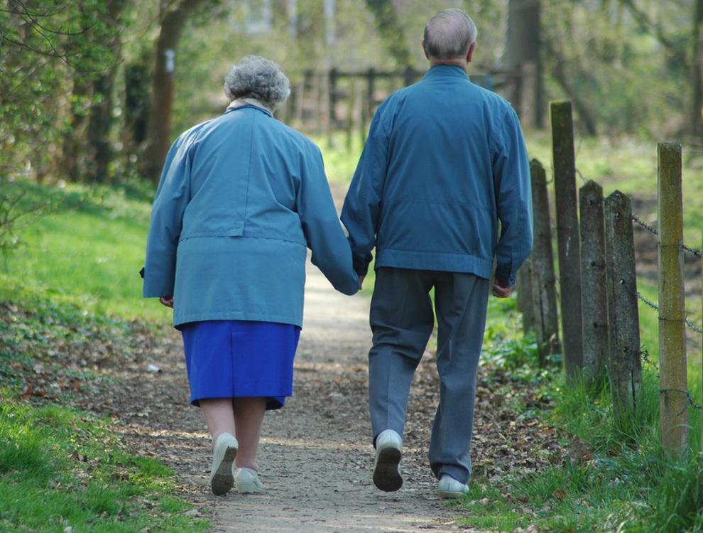 Resultado de imagen de pareja de abuelos en elparque