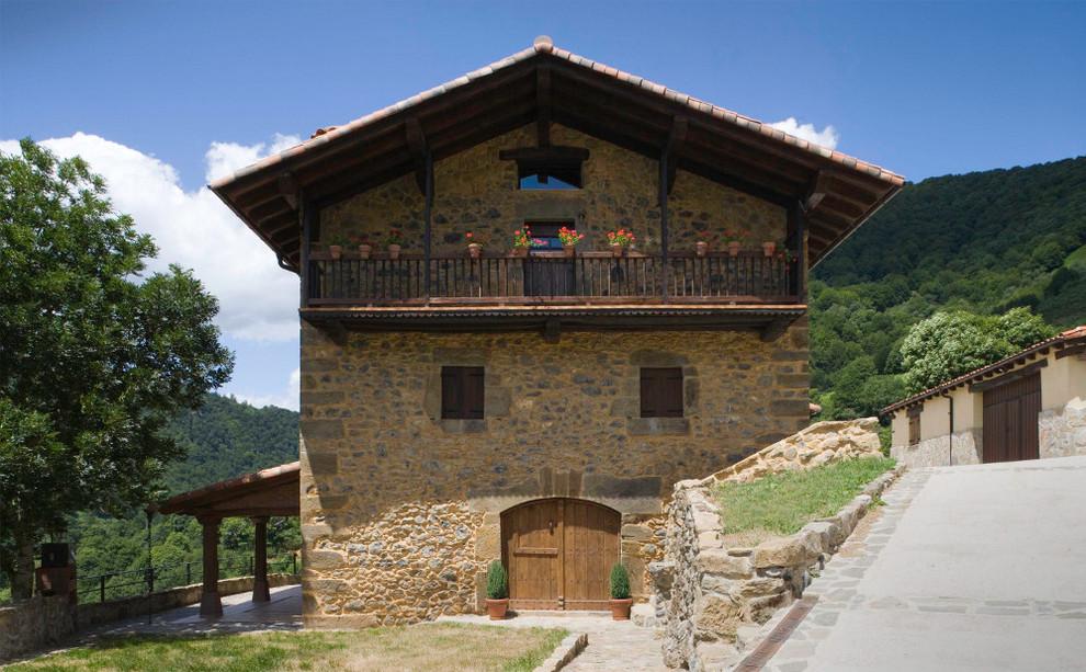 la fachada de la casa rural casa zaule en la localidad navarra de arrarats