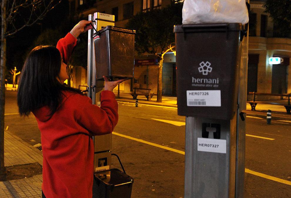 Alcalde de funes proh be paso de camiones de basura de - Cubo basura puerta ...