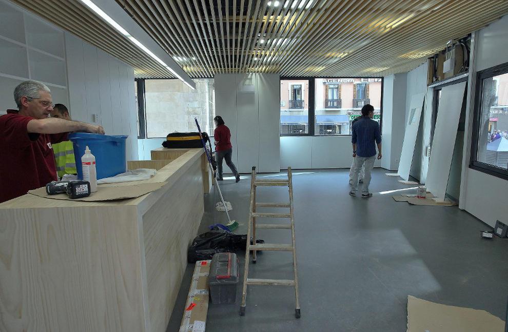 Pamplona estrena su primera oficina municipal estable de for Oficinas bankinter pamplona