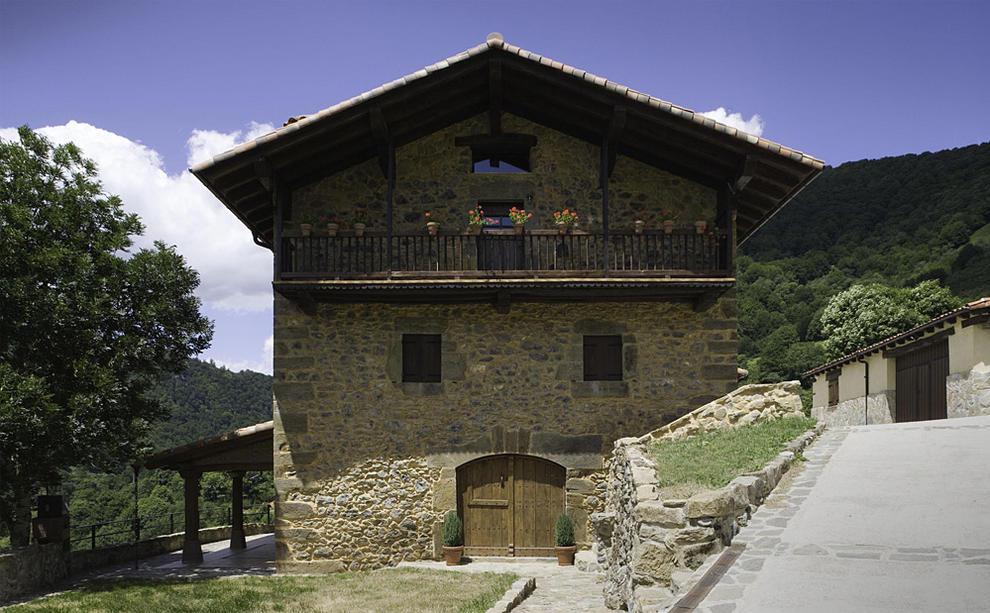 El 11 de las casas rurales navarras adaptadas a la for Casa rural 5 habitaciones