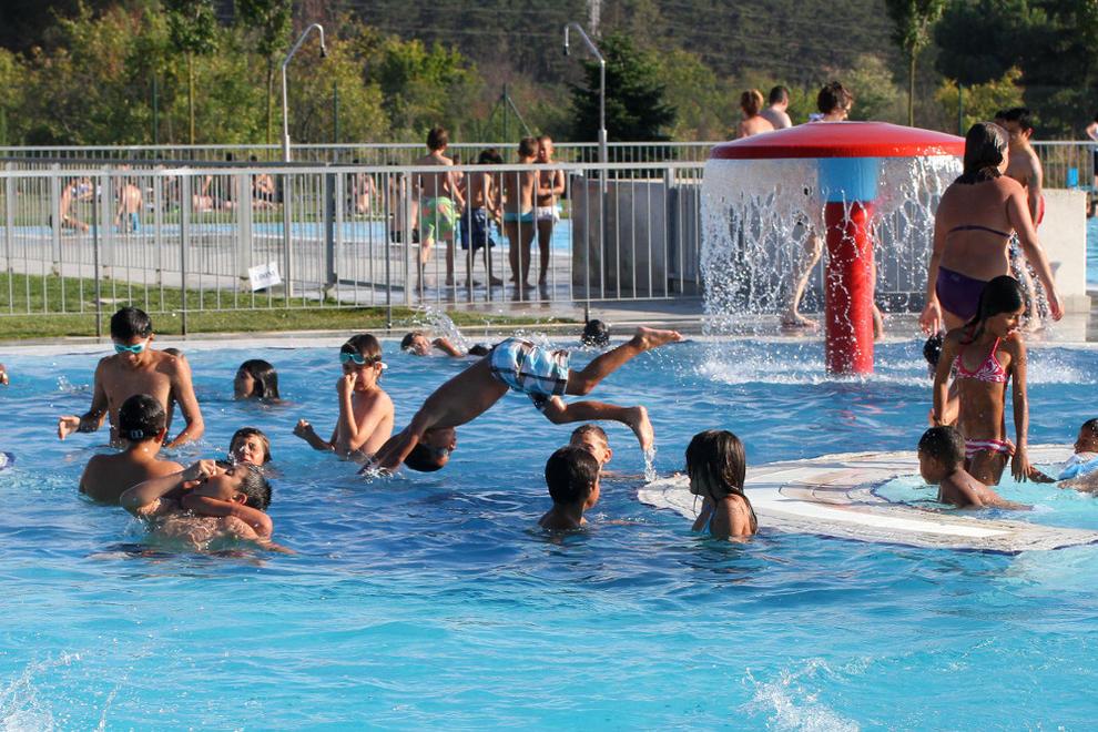 las piscinas exteriores de aranzadi y san jorge abren sus