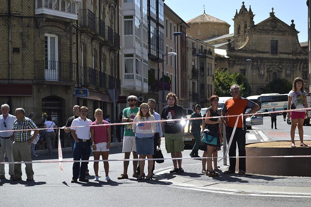 Paso de la Vuelta a España por Tafalla (1/31) - Seguidores de Nairo Quintana dieron la nota de color en la Plaza de Navarra - Ciclismo -