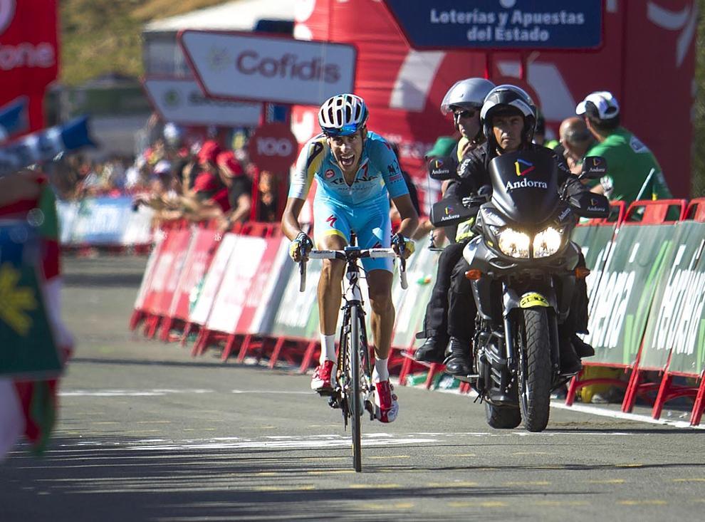 Llegada al Santuario de San Miguel de Aralar (1/10) - Aru se ha llevado la etapa y Contador ha conservado el liderato - Ciclismo -