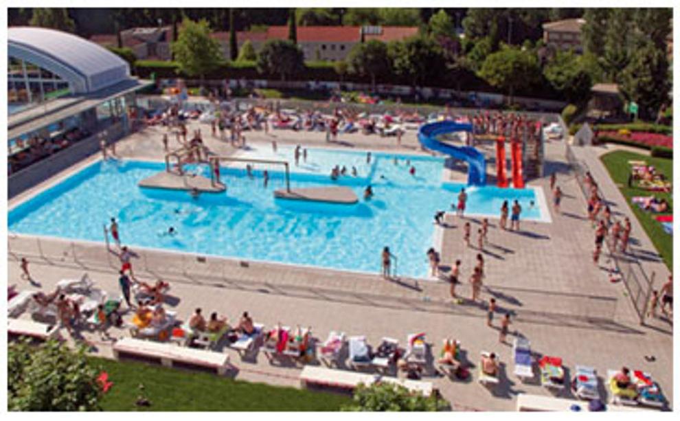 Las piscinas viven el peor verano de la ltima d cada en for Piscinas cubiertas tudela
