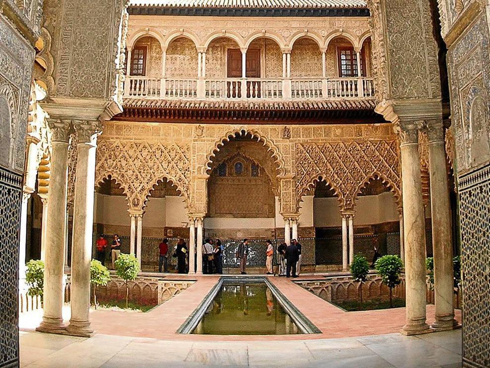 Image result for Alcázar de Sevilla, Andalucía Sala de los Tapices