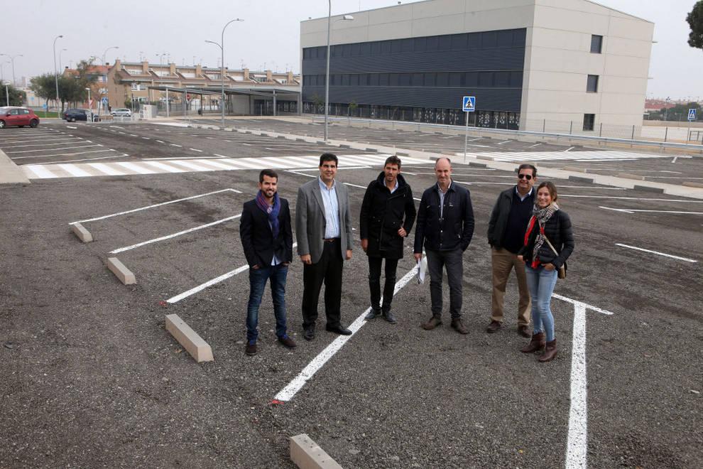 Inaugurado el nuevo parking de las piscinas cubiertas de for Piscinas cubiertas tudela