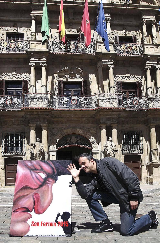 """Presentación del cartel de San Fermín (1/15) - El cartel del pamplonés Javier Erice """"Kilikón"""", que representa la figura del kiliki conocido como """"Caravingre"""", anunciará los sanfermines 2015 al haber resultado ganador en el concurso impulsado por el Ayuntamiento de Pamplona. - Pamplona -"""