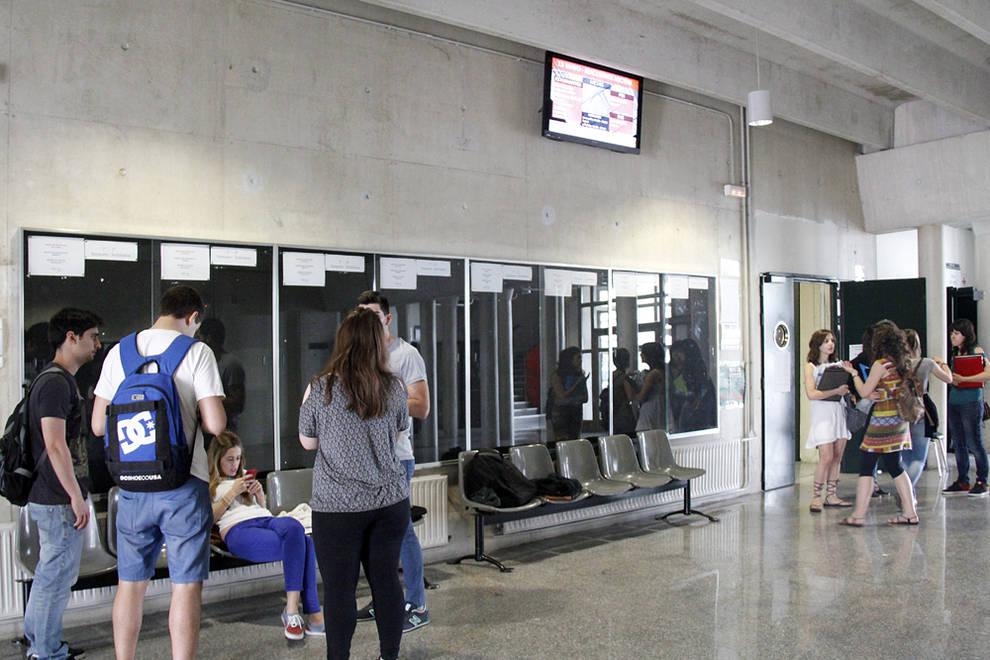 Jornada electoral en la UPNA (1/15) - La Universidad Pública de Navarra celebró este miércoles 13 de mayo de 2015 las elecciones para escoger al próximo rector entre las dos candidaturas presentadas. Alfonso Carlosena y Jorge Nieto pugnan por el puesto. - Navarra -