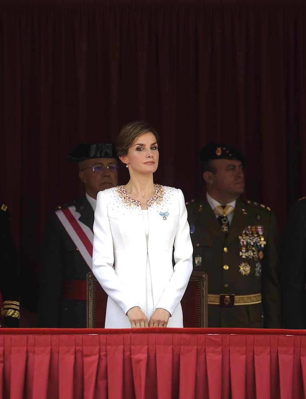 """Doña Letizia instaura un nuevo protocolo (1/28) - Fernández Díaz: """"La Guardia Civil no se marchará jamás del País Vasco"""" - Nacional -"""