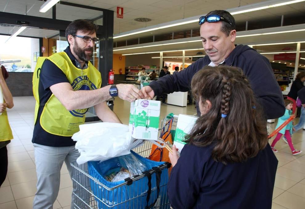 Gran recogida el banco de alimentos de navarra pide la colaboraci n de mil voluntarios para la - Banco de alimentos de navarra ...
