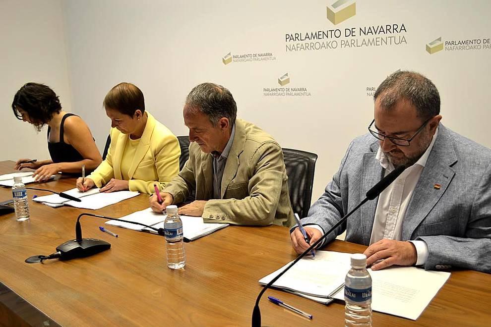 Nuevo gobierno de navarra el acuerdo de gobierno topa for Adolfo dominguez pamplona