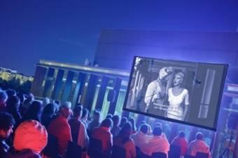 Ciclo de cine al aire libre en la terraza de baluarte en - Cartelera de cine artesiete las terrazas ...
