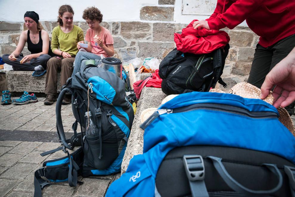 La mochila de los peregrinos: demasiado peso