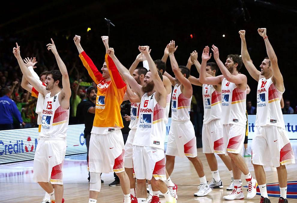 Celebración del título de campeones de Europa (1/11) - Los componentes de la selección española, exultantes tras lograr su medalla de oro. - Baloncesto -