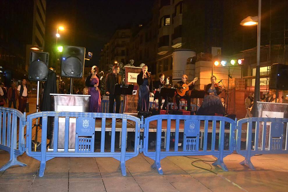 Pamplona celebra 'La Nuit del Ensanche' (1/36) - El área comercial del Ensanche se 'pone el kimono' para recibir a la noche más japonesa con, 'La Nuit del Ensanche' - Pamplona -