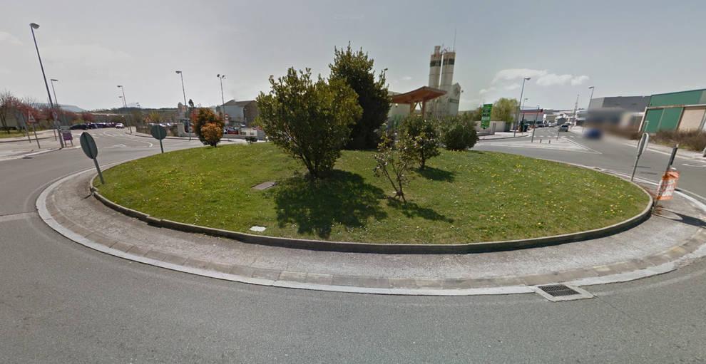 Pamplona - Choca contra una glorieta en Huarte y quintuplica la tasa ...