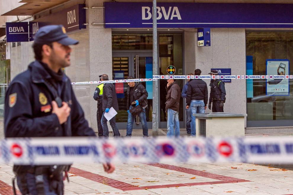 Suceso dos detenidos por atracar bancos a punta de for Oficinas bancarias abiertas por la tarde