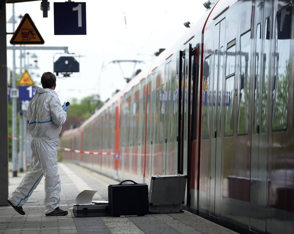 """Apuñalamiento múltiple en Munich (1/5) - Un muerto en un apuñalamiento al grito de """"Alá es grande"""" en Munich - Sucesos -"""