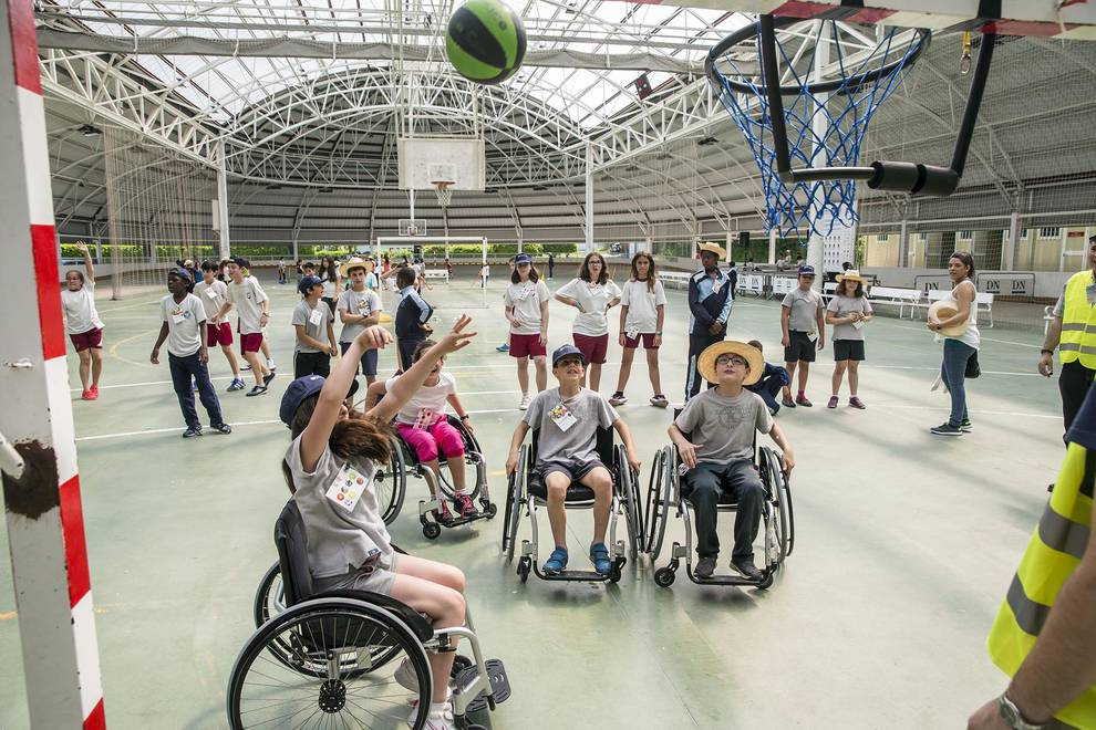 Fundación Diario de Navarra organiza una jornada de deporte inclusivo (1/68) - 400 escolares y miembros de entidades sociales participaron este martes en la fiesta de las instalaciones de la Ciudad Deportiva Amaya. - Suplemento -