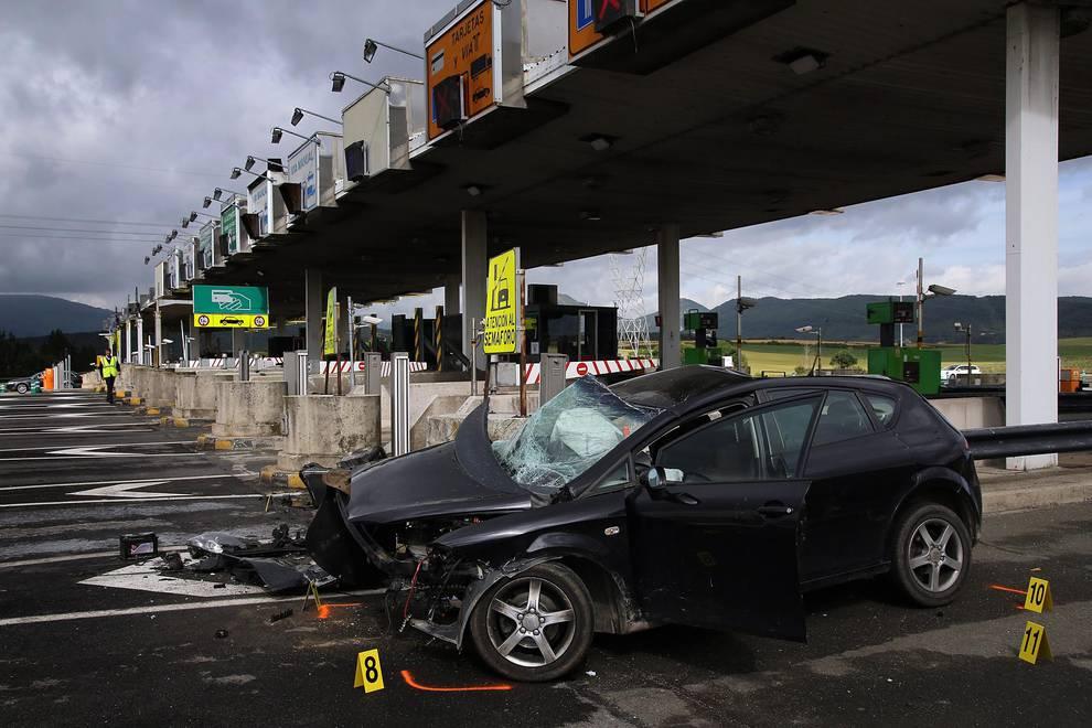 Accidente mortal en el peaje de la AP-15 (1/14) - Accidente mortal en el peaje de la AP-15 - Sucesos -