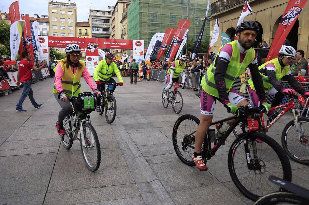 Salida de la carrera de 10 kilómetros de la San Fermín Marathon (1/7) - La prueba ha dado comienzo a las 19:35 horas desde la Plaza del Castillo. - Fotos DNRunning -