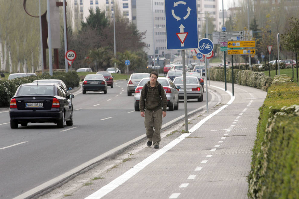 Pavimento Que Es : Pamplona instalan en un pavimento que reduce la