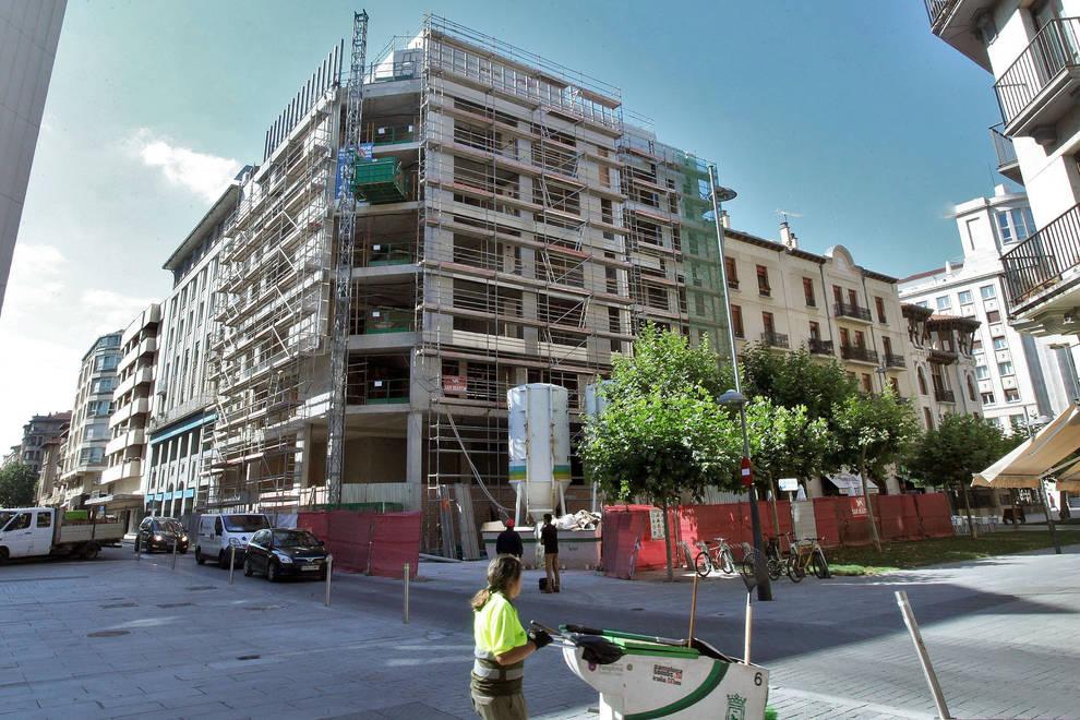 Dnplus pamplona las obras del edificio de 102 pisos - Pisos ensanche pamplona ...