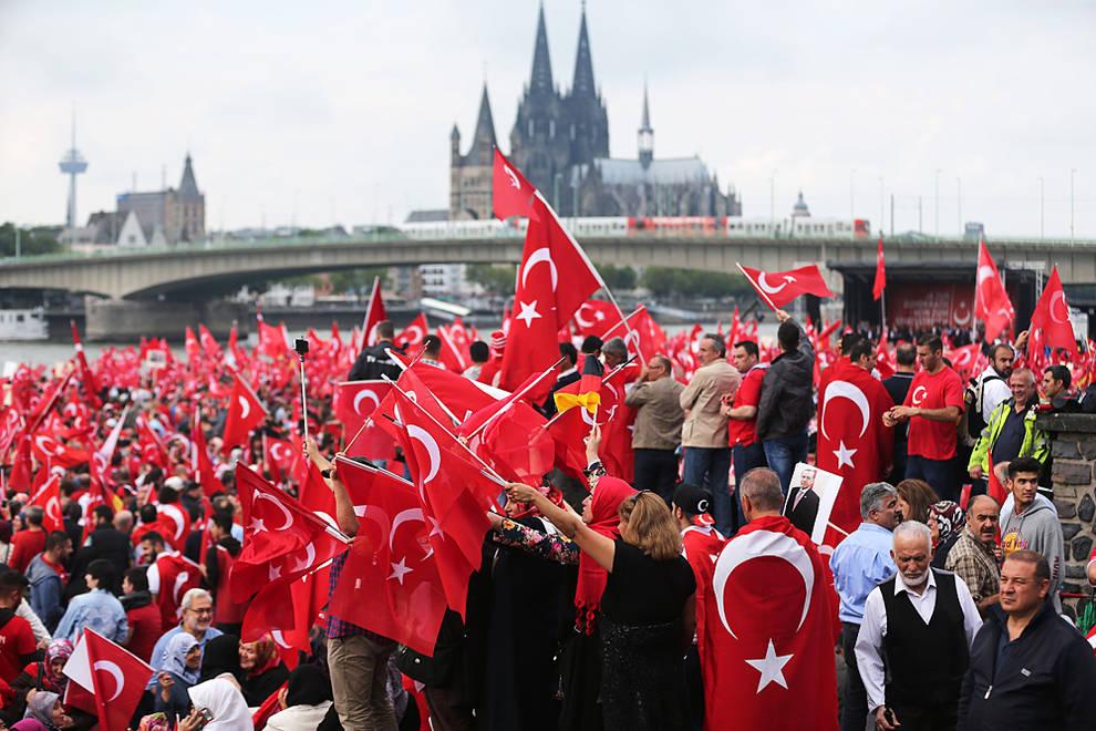 Turqu a suben a 50 el n mero de v ctimas en el atentado for Oficina turismo turquia