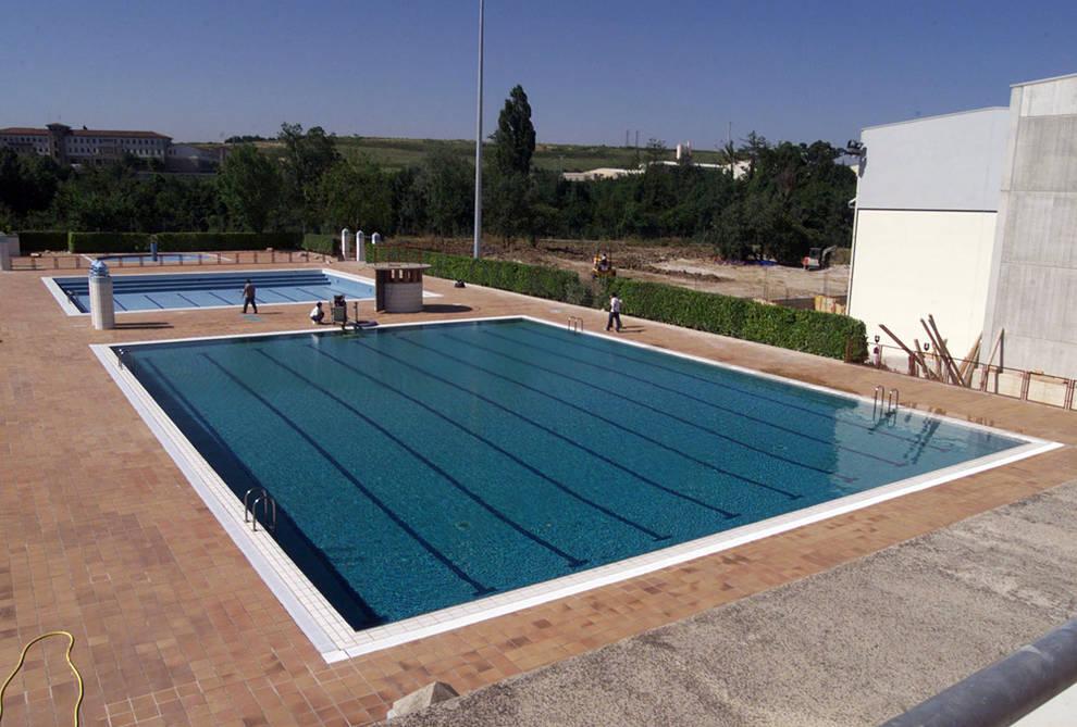sucesos navarra tres detenidos por robar en las piscinas