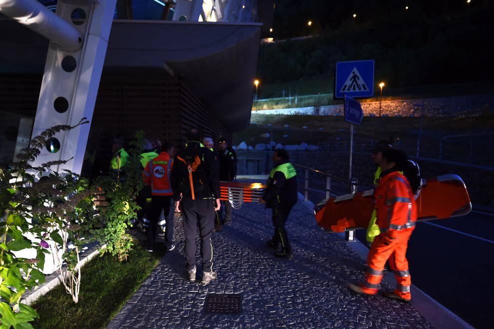 Rescate en el macizo del Mont Blanc (1/14) - La avería obligó a a pasar la noche en el interior del teleférico a 33 personas - Sucesos -