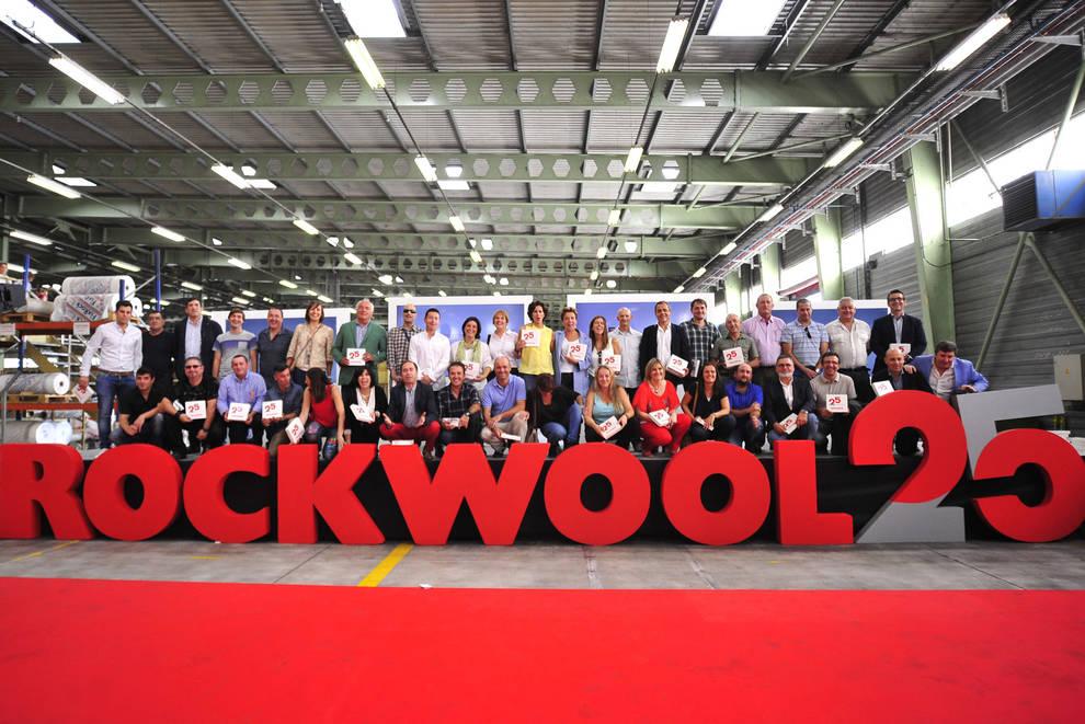 Fiesta aniversario de Rockwool (1/11) - La planta de Caparrroso conmemoró el 15 aniversario de su apertura y los 25 años de la implantación del grupo empresarial en la Península con una fiesta en sus instalaciones - Contenidos -
