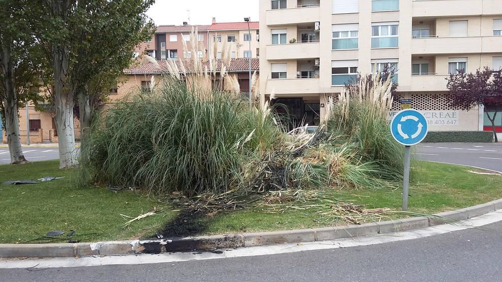 Estrella su coche contra una rotonda en Tudela | Noticias de Tudela ...