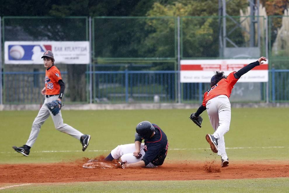 Béisbol, el deporte del bate, la pelota y los guantes (1/5) - Imágenes de un partido de béisbol de la Copa Federación en Pamplona. - Más deporte -