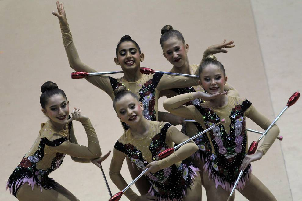 Gimnasia rítmica en Navarra (1/8) - La cantera de la gimnasia rítmica navarra está más que asegurada a la vista de la cantidad de clubes y deportistas con los que cuenta esta modalidad en la provincia. - Más deporte -