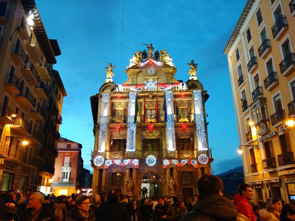 club blanco bailando en Pamplona