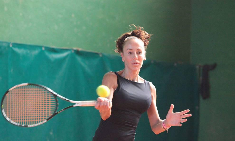 af324ca7 María Garai durante una de las clases que imparte en el Club Tenis de  Pamplona.
