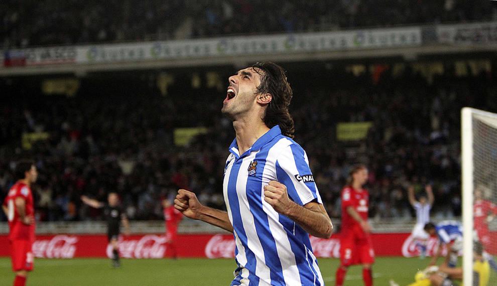 El navarro Carlos Martínez, cuarto refuerzo del Real Oviedo ...