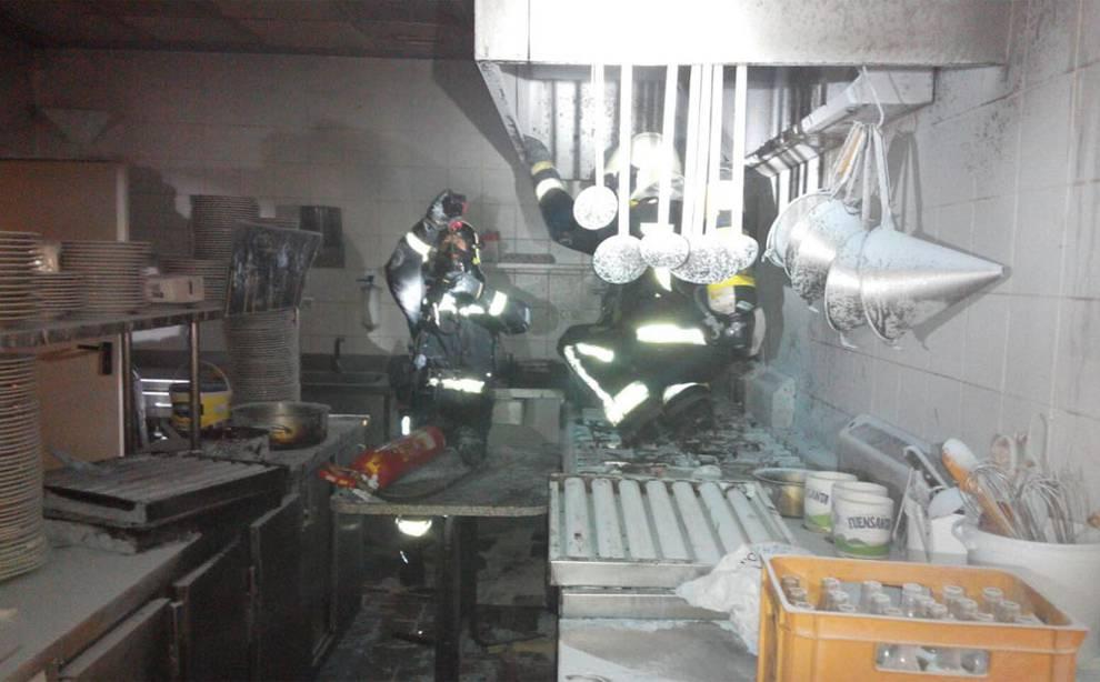 Los bomberos de navarra sofocan dos incendios en las for Piscinas mutilva
