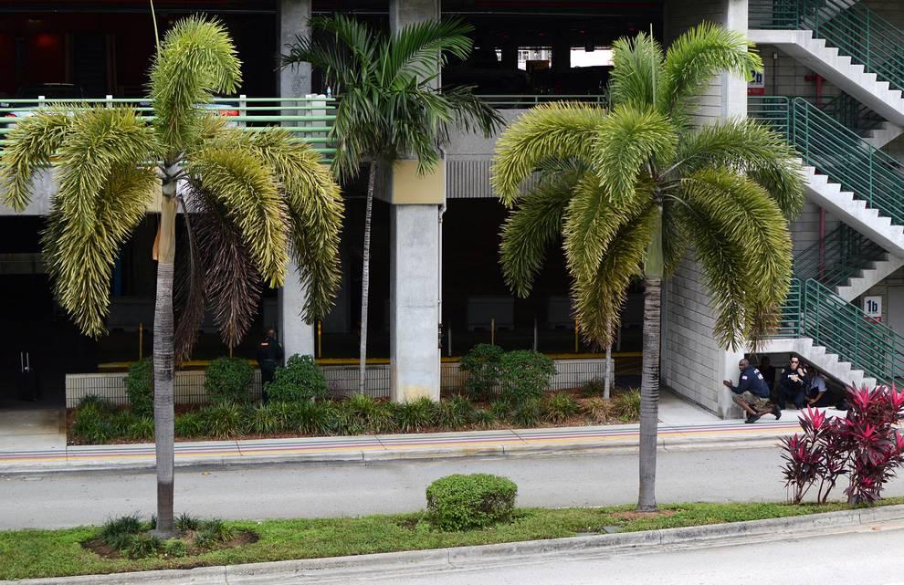 Caos en Florida tras un tiroteo en el aeropuerto (1/27) - Al menos cinco personas murieron y otras ocho resultaron heridas. - Internacional -